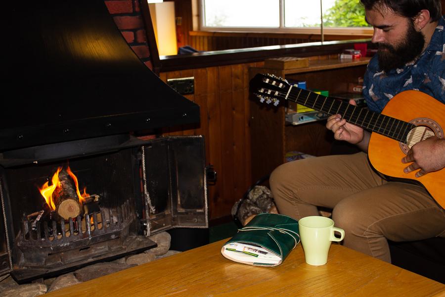 Guitar Lochside Hostel Lounge - Loch Ness