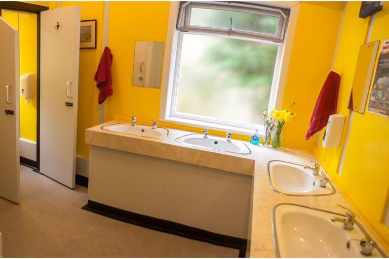 Lochside Hostel Bathroom